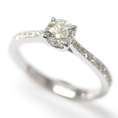 18ct White Gold Engagement Ring with Kiss Setting and Diamond Tapered Shoulders 2.jpg