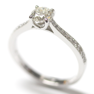 18ct White Gold Engagement Ring with Kiss Setting and Diamond Tapered Shoulders 3.jpg