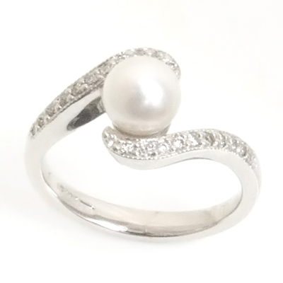 18ct White Gold Diamond and Pearl Engagement Ring 1.jpg