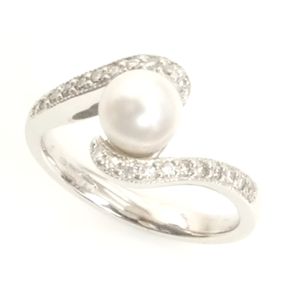 18ct White Gold Diamond and Pearl Engagement Ring 3.jpg