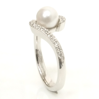 18ct White Gold Diamond and Pearl Engagement Ring 5.jpg