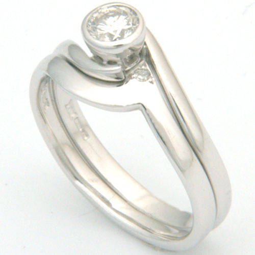 18ct White Gold Plain Fitted Wedding Ring.jpg