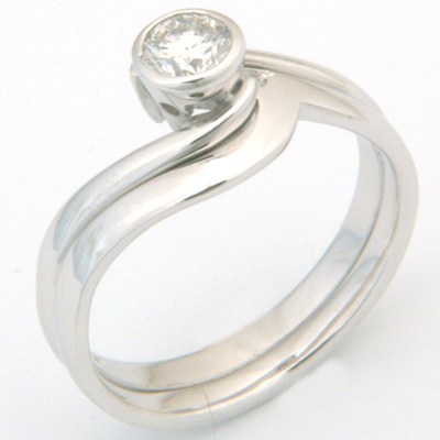 18ct White Gold Plain Fitted Wedding Ring 3.jpg