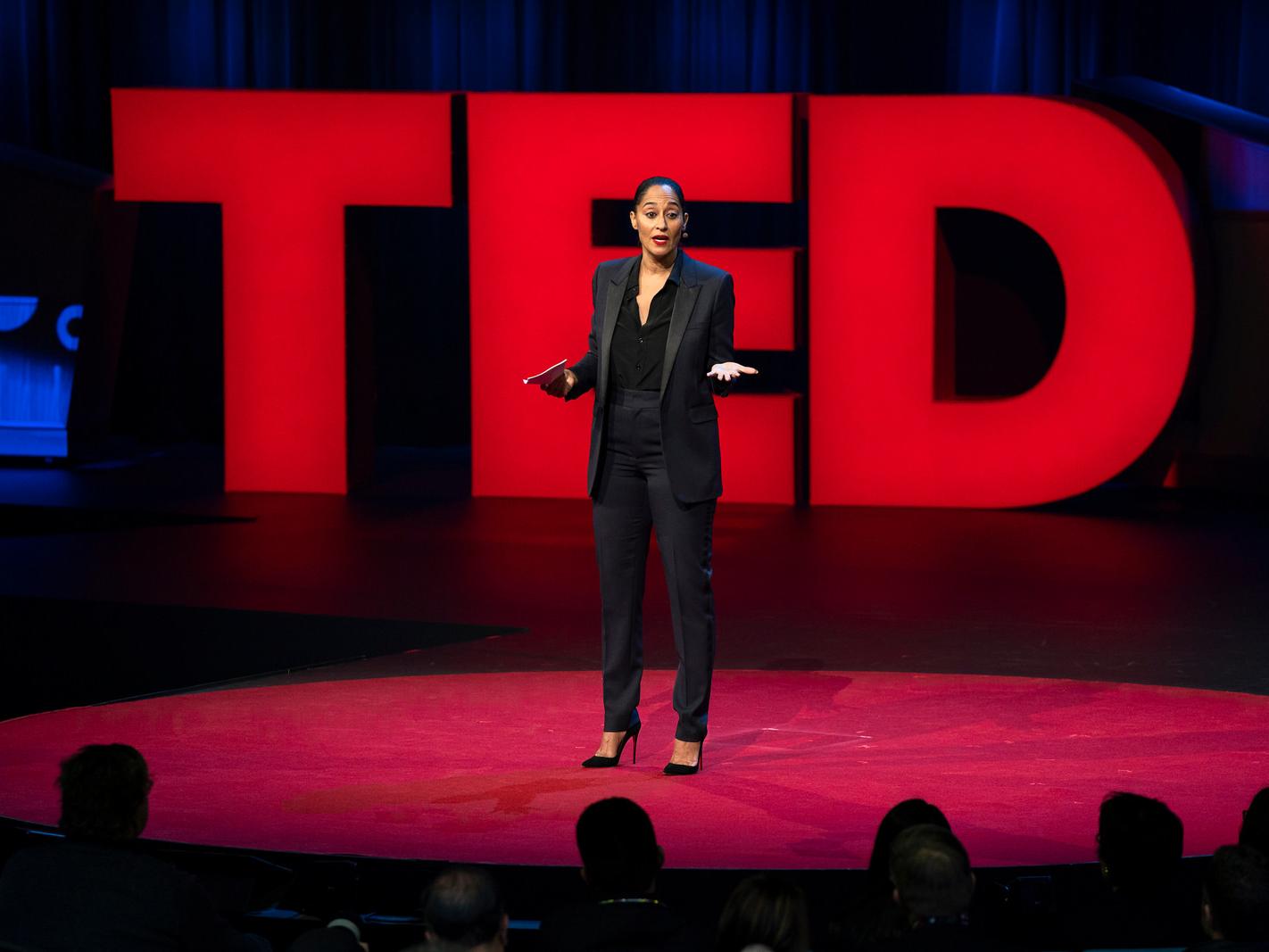 Sobre o TED - O TED é uma organização sem fins lucrativos com o espírito de promover ideias que merecem ser espalhadas. Começando com uma conferência de quatro dias na Califórnia há mais de 30 anos, o TED cresceu para apoiar ideias que mudam o mundo através de múltiplas iniciativas. No TED, pensadores e realizadores de todo o mundo são convidados a darem a melhor palestra de suas vidas em 18 minutos. Essas apresentações são disponibilizadas gratuitamente em TED.com, impactando bilhões de pessoas.