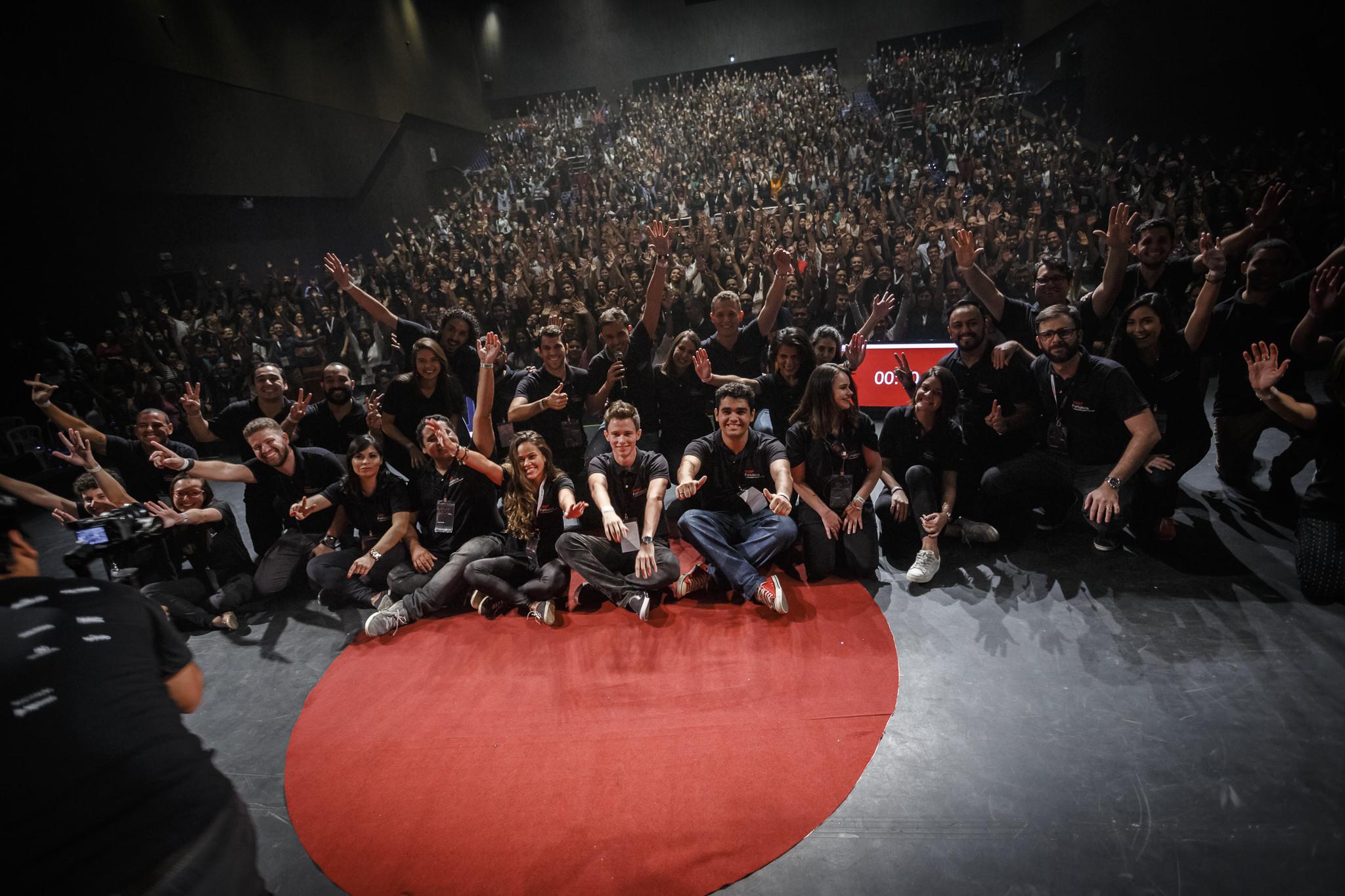 Um time extraordinário - Todos os anos, jovens voluntários se reunem para organizar o TEDxFortaleza. Pessoas que acreditam em um mundo melhor e dedicam parte do seu tempo para tornar esse projeto uma realidade.