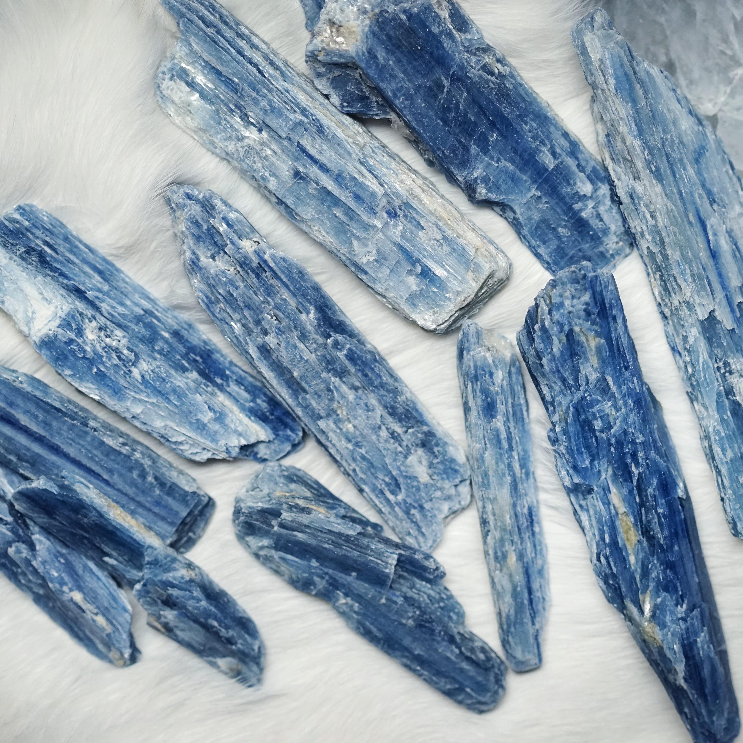 bluekyanite2.jpg