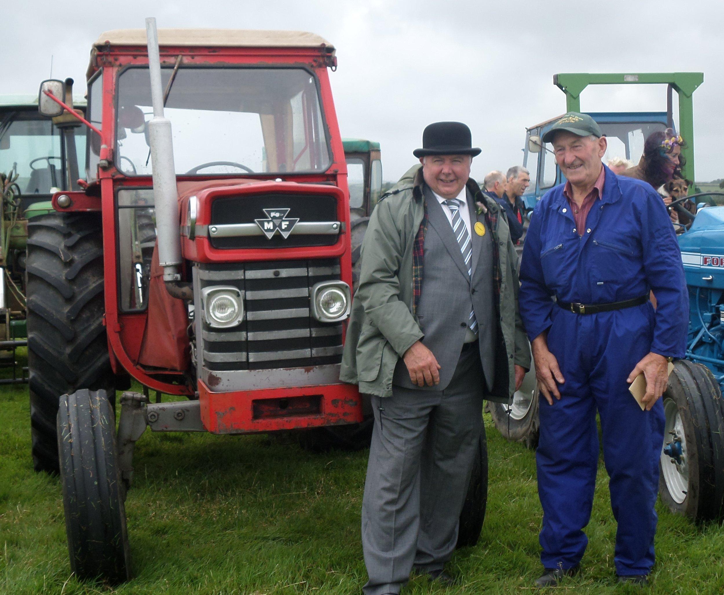 President Derek Banbury with John Tribbleand hiswinning 1974 Massey Ferguson 188