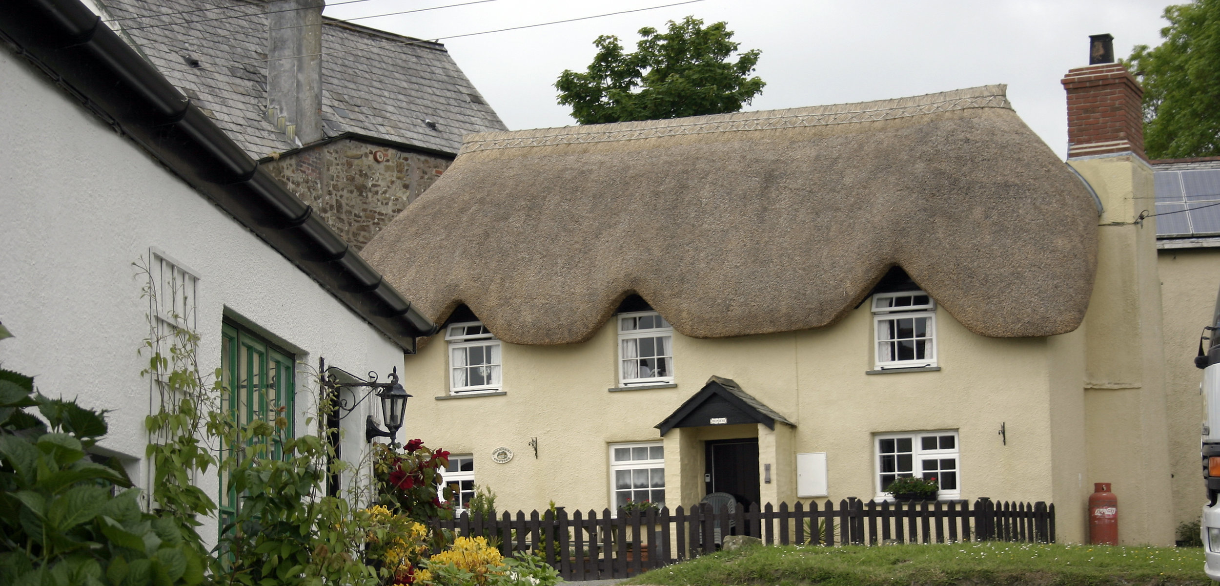 thatched cottage green_mt.jpg