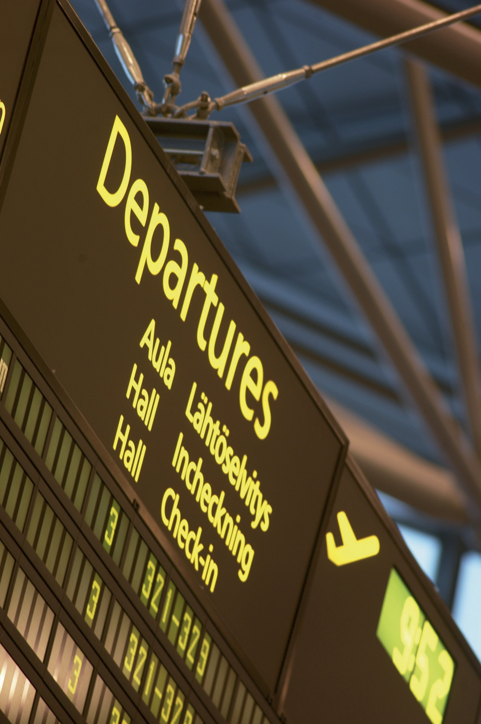 FIN Flight Information System at Helsinki Airport_1.jpg