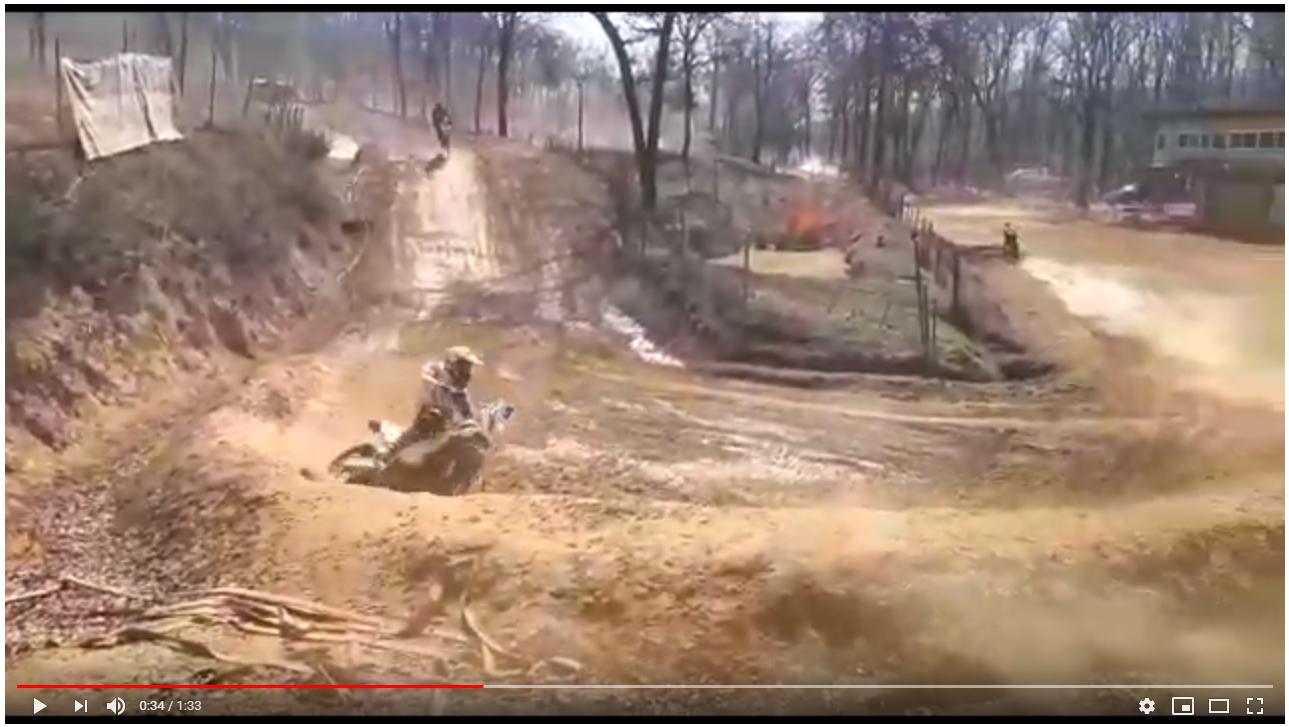 Vidéo 1 - Herbert en démonstration sur sa moto de rallye :