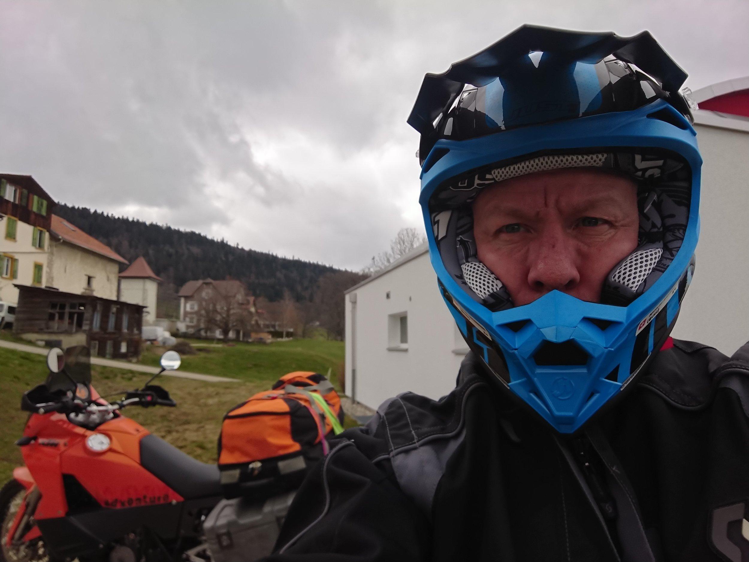 - Un peu de moto jusqu'à Genève aéroport … Cool !