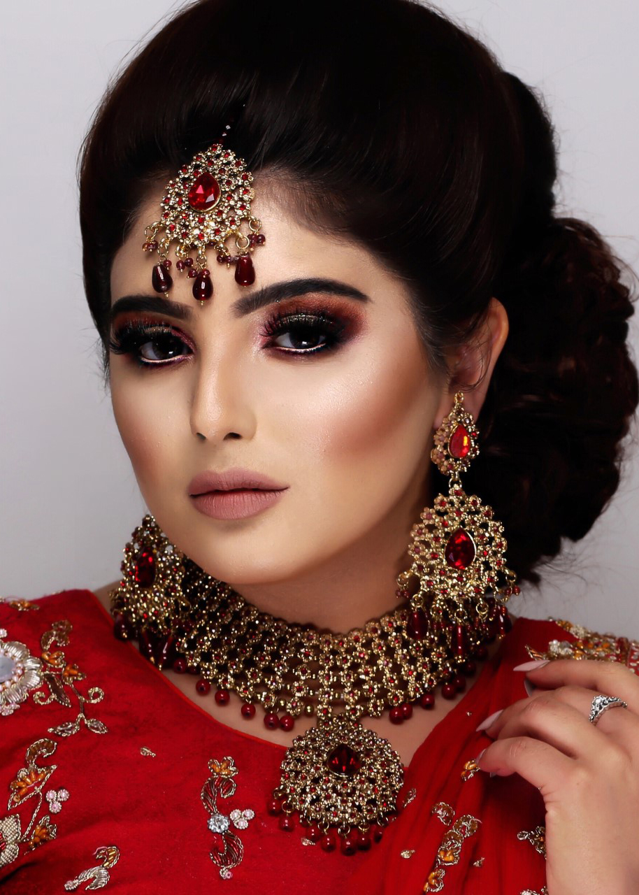 1 DAY - BRIDAL HAIR & MAKEUP MASTERCLASS: - Summary:- Traditional Asian Bridal Makeup- Hair Styling- Dupatta Setting- Working with JewelleryFEES: £450