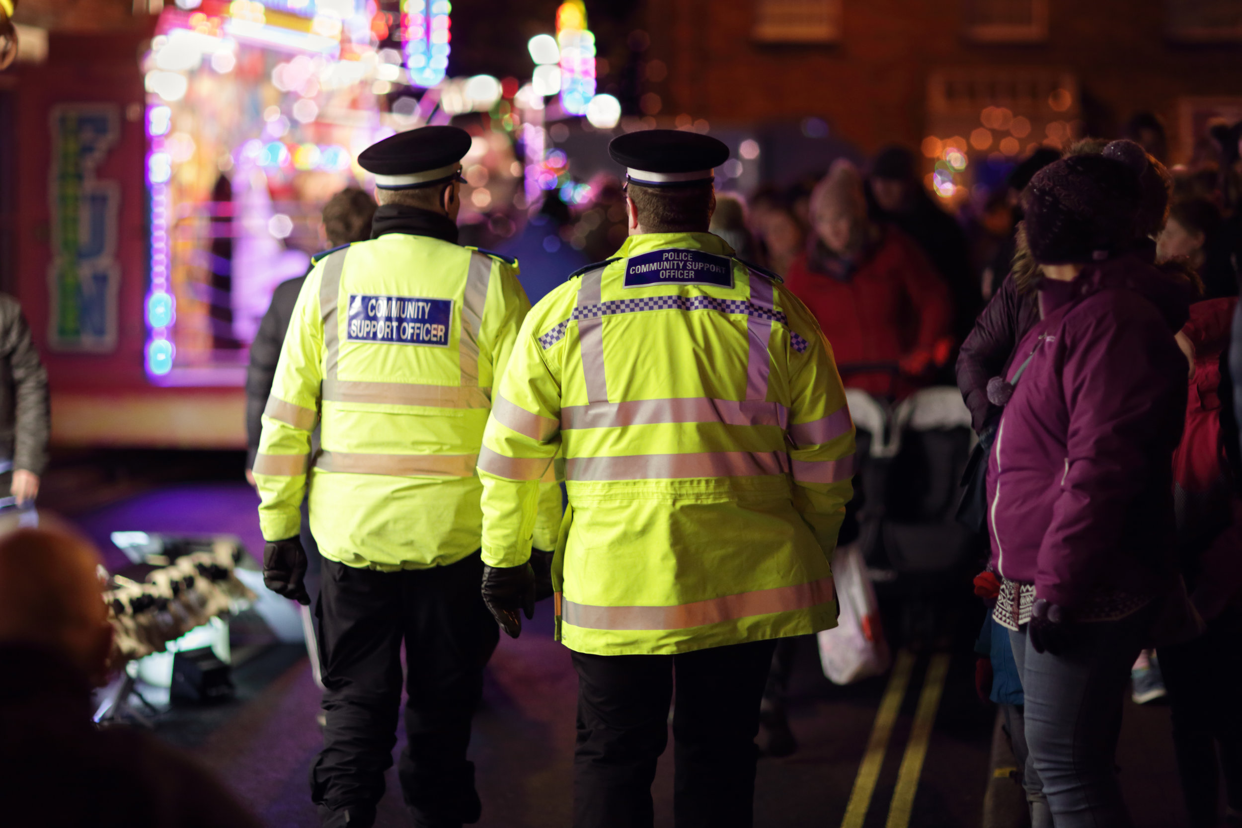 british-police-community-support-officer-P8GCNAS.jpg