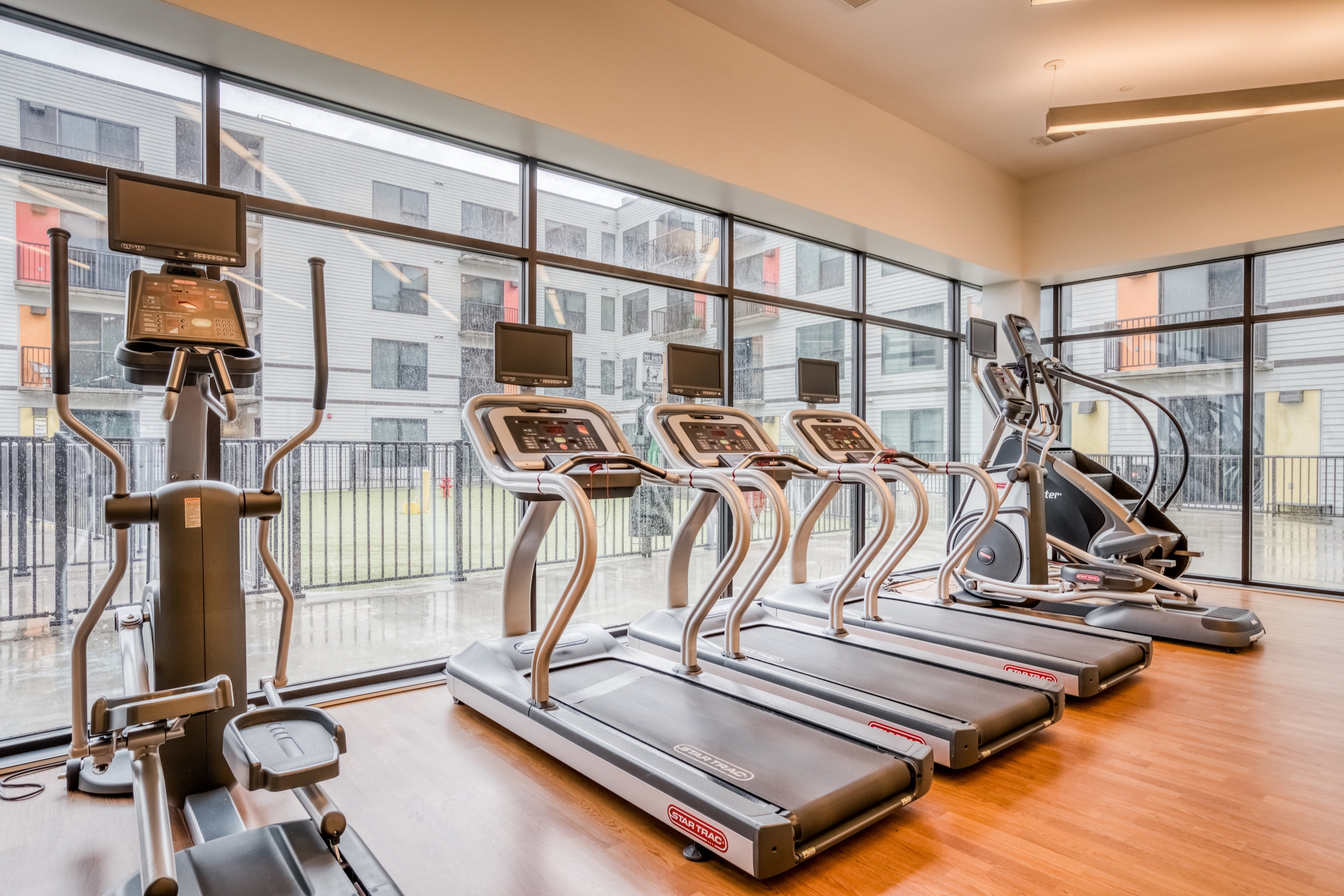 lodgeur-mid-main-lofts-247-gym-midtown-houson.jpg