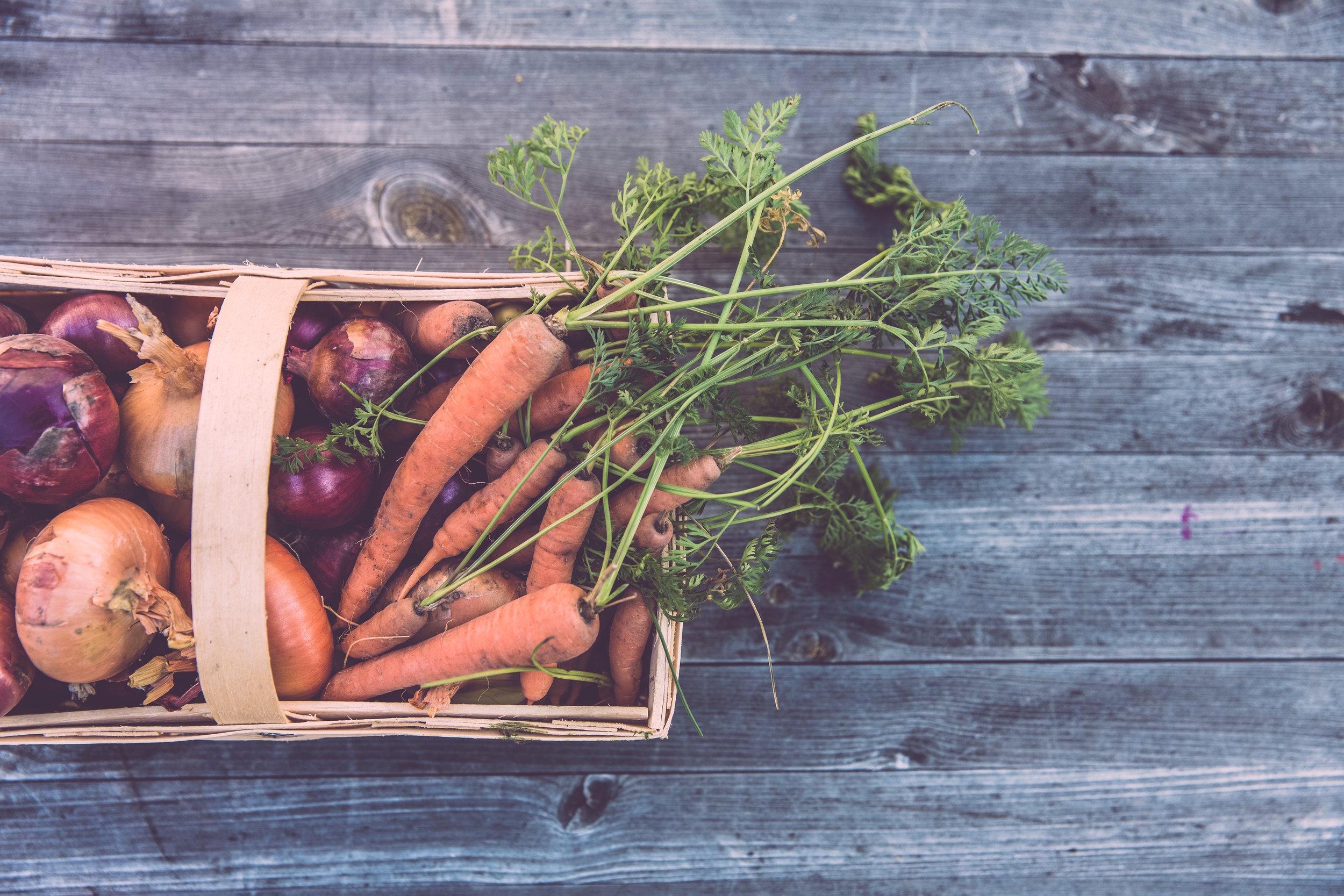 BUENOS INGREDIENTES HACEN BUENO COMIDA. - Nosotros solo usamos ingredientes locales, frescoes, enteros y orgánicos, ingredientes.MENÚ