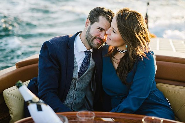 Enjoy the moment ✨ together with the person you love ❤️ on the Lake of Constance.  We offer you high quality time on our elegant #pegiva motorboat together with our #photographer @elmarfeuerbacher & delicious food from @brasseriecolette in #konstanz. . . . . . #enjoythemoment #motorboatshooting #classicboatshootings #elmarfeuerbacher #elmarfeuerbacherphotography #brasseriecolette #timraue #besonderemomente #paarshooting #paarzeit #shooting #shootingkonstanz #bodensee #lakeofconstance *unbezahlte Werbung