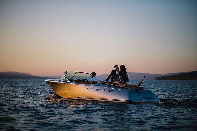 Having a good time in the evening sun on the water☀️ enjoy the moments and relax ✨ . . . . . . . . #motorboot #motorbootshooting #bodensee #lakeofconstance #elmarfeuerbacher #elmarfeuerbacherphotography #brasseriecolette #enjoythemoment #fotografkonstanz #portraitshooting #pegiva #shooting #konstanz #classicboatshootings