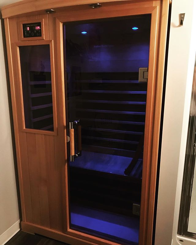 Pretty lucky to work in a clinic with an infrared sauna available! They induce heavy sweating which can help reduce levels of toxins like urea, heavy metals, BPA, and more. They have also been shown to help prevent Alzheimer's disease, lower blood pressure, improve depression, and decrease stress and inflammation. Plus now I'm all warmed up and ready to start my weekend! #naturopathicdoctor #newwest #polohealth #researchbased  #detox #sauna #sweatingbuckets #weekend #health #wellness