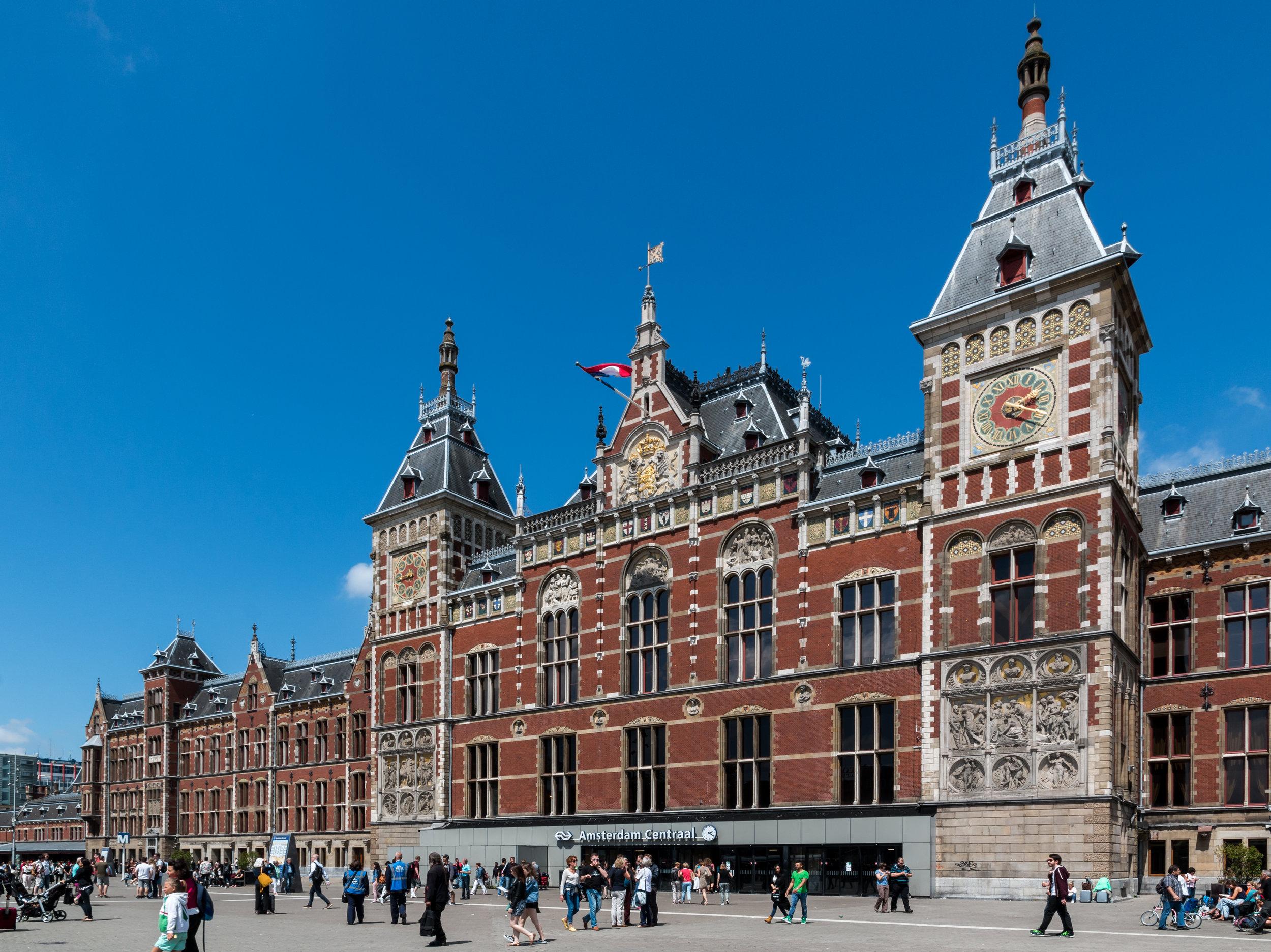 Amsterdam_(NL),_Centraal_Station_--_2015_--_7269.jpg