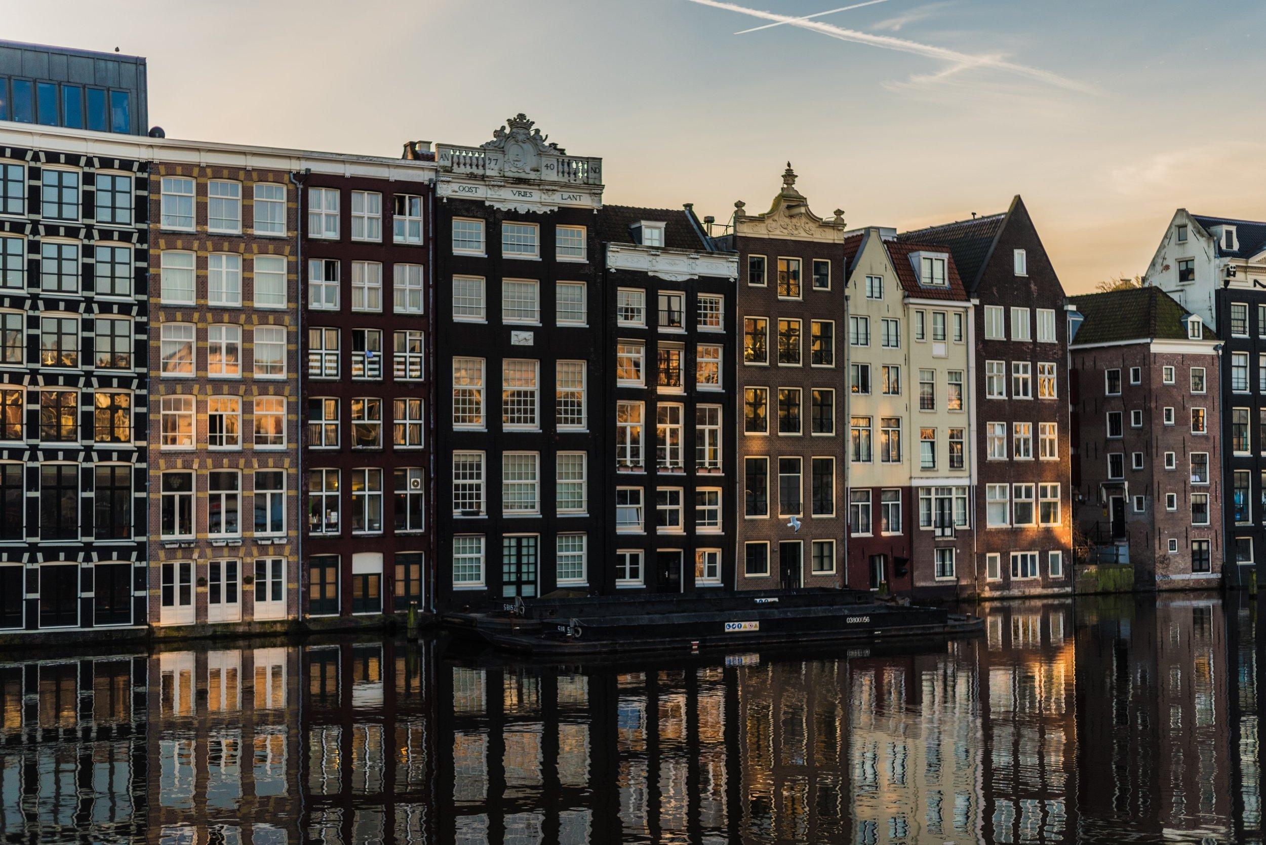 amsterdam-apartment-architecture-1329510.jpg