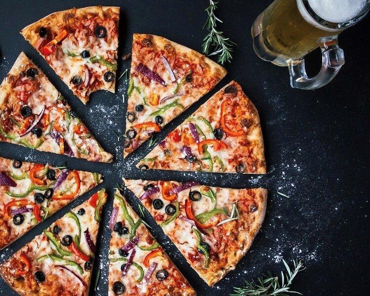 Every Monday Night $15 PIZZA NIGHT