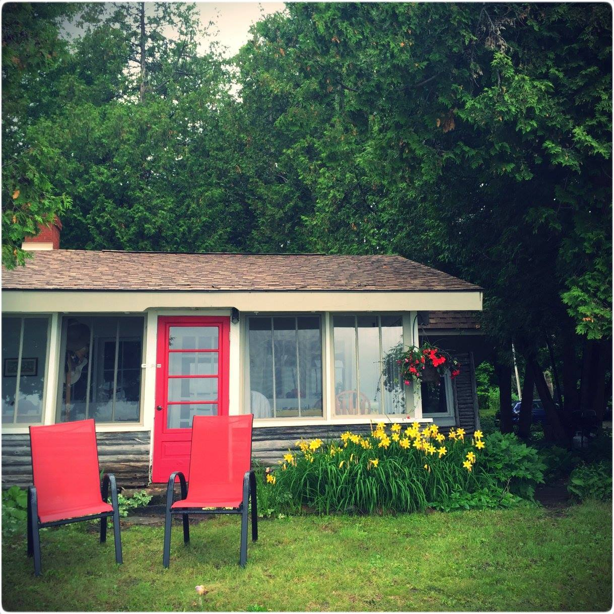 Cottage-B-red-chairs.jpg