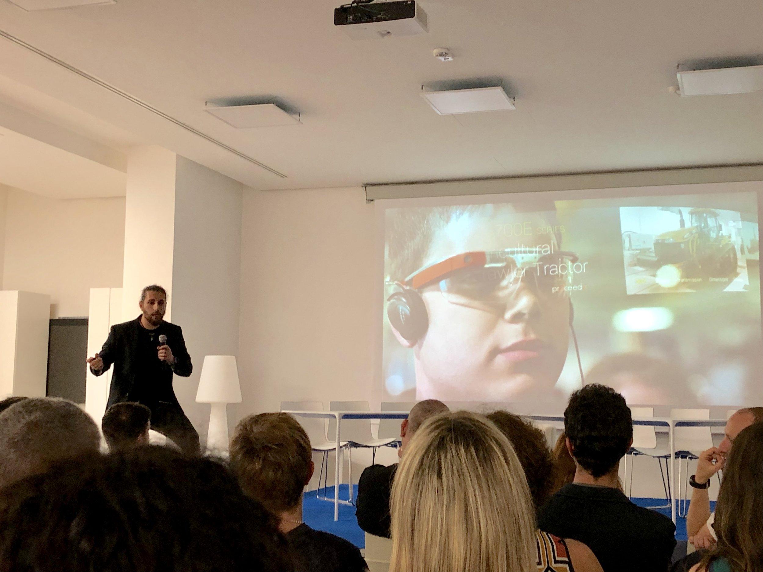 """MERULANA DIGITAL EXPERIENCE - Arte e realtà virtuale, un connubio potente che apre orizzonti ancora inesplorati.Marco Cappellini presenta le sua startup """"Centrica"""" per la digitalizzazione museale ad alta risoluzione.Andrea Mazziotti conduce il Salon """"The Third Eye"""" un dibattito interattivo che intreccia la tecnologia disruptive della Realtà Virtuale con le possibili implicazioni socioeconomiche che essa può portare."""