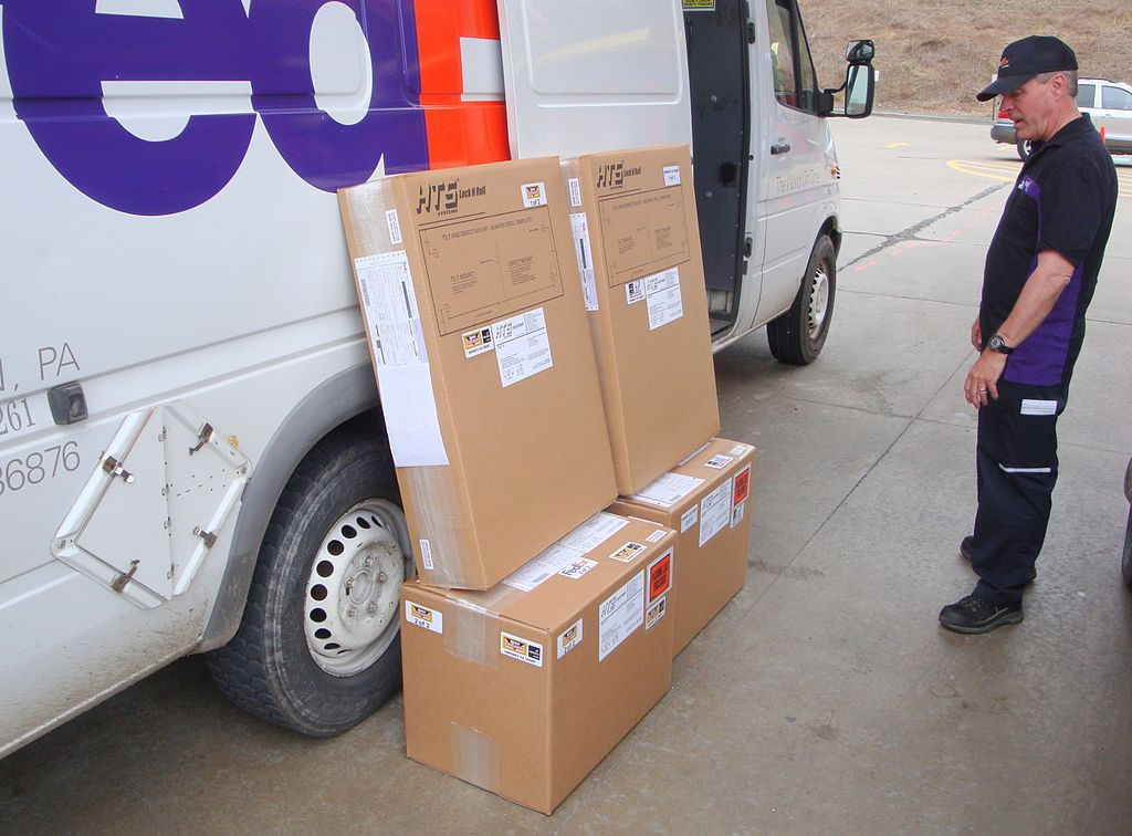 1024px-HTS_Systems_FedEx_Express_delivery_van.JPG