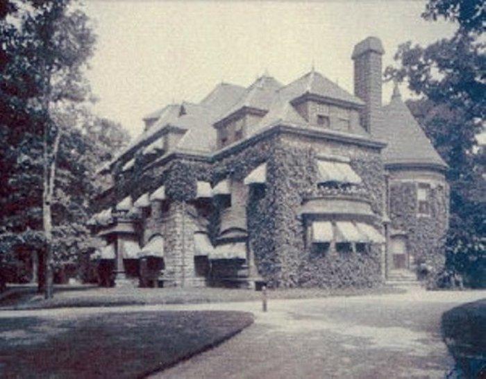 Arthur Brock Mansion.jpg