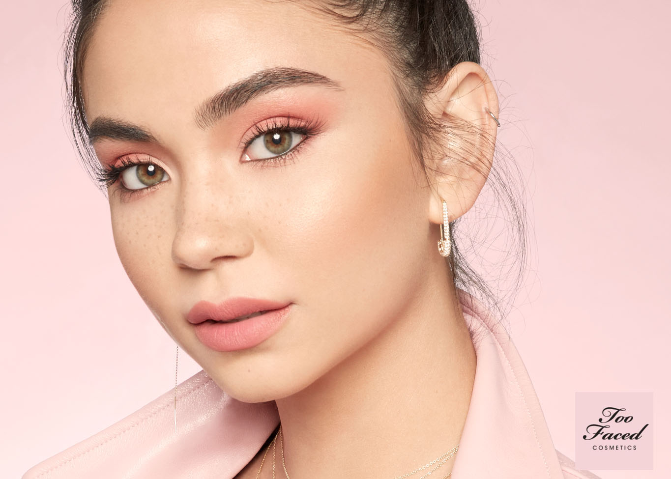 TooFaced_Look_01_Christina_0065_v2_mt_2.jpg