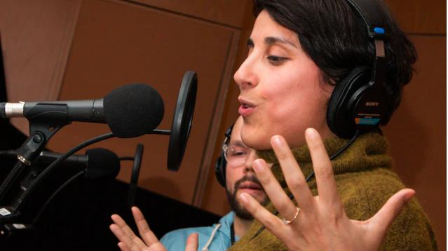 L'expression corporelle traduit bien la passion que met Queen Ka dans sa livraison de son slam sur le thème de l'écologie. Photo: Radio-Canada / Christian Côté
