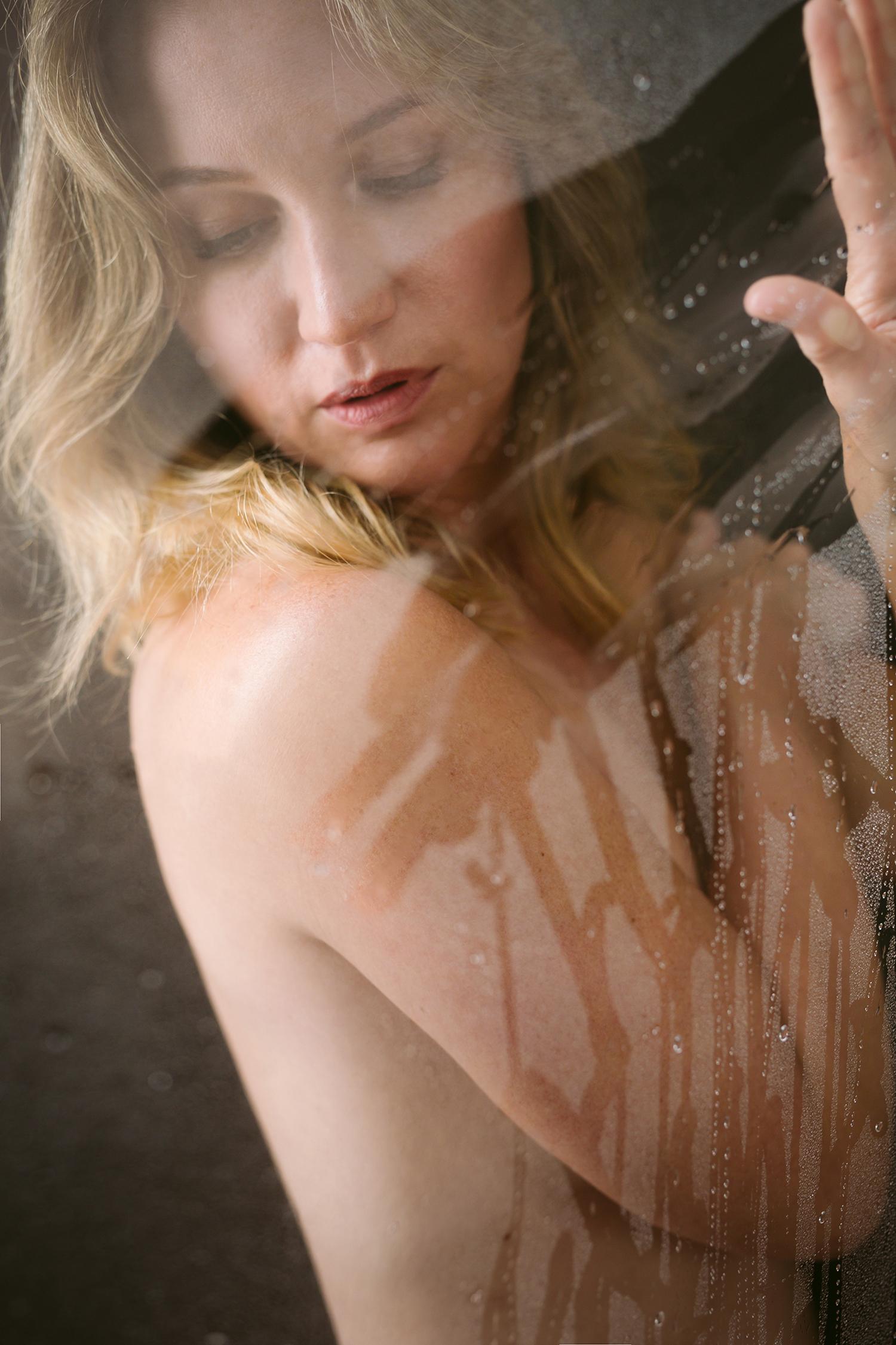 atx-austin-boudoir-shower-artistic-kbb-01.jpg