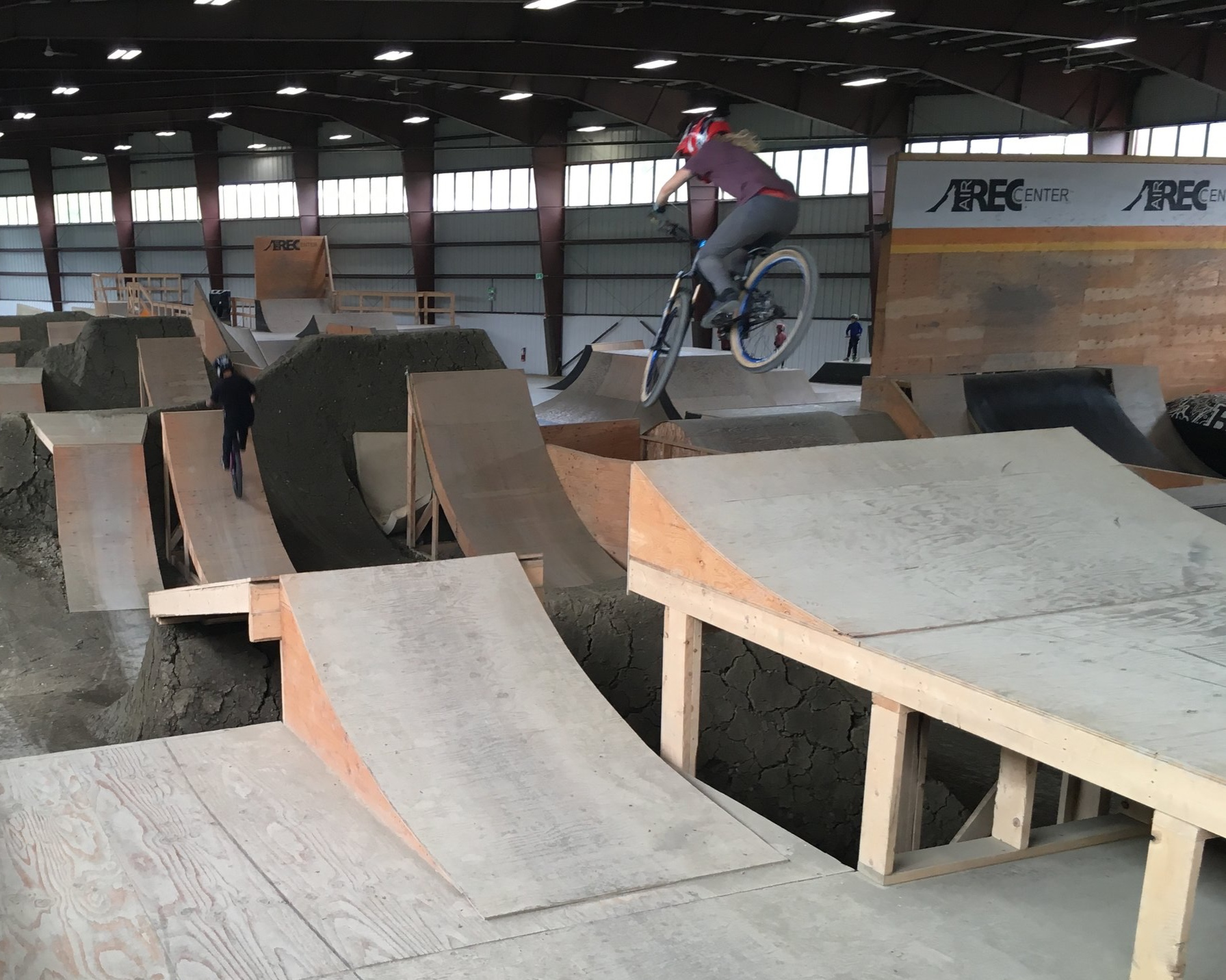 Cailin dropping in on the big line at WFM Bike's ladies only indoor park session at Air Rec Centre. Photo credit: Lisa Mason
