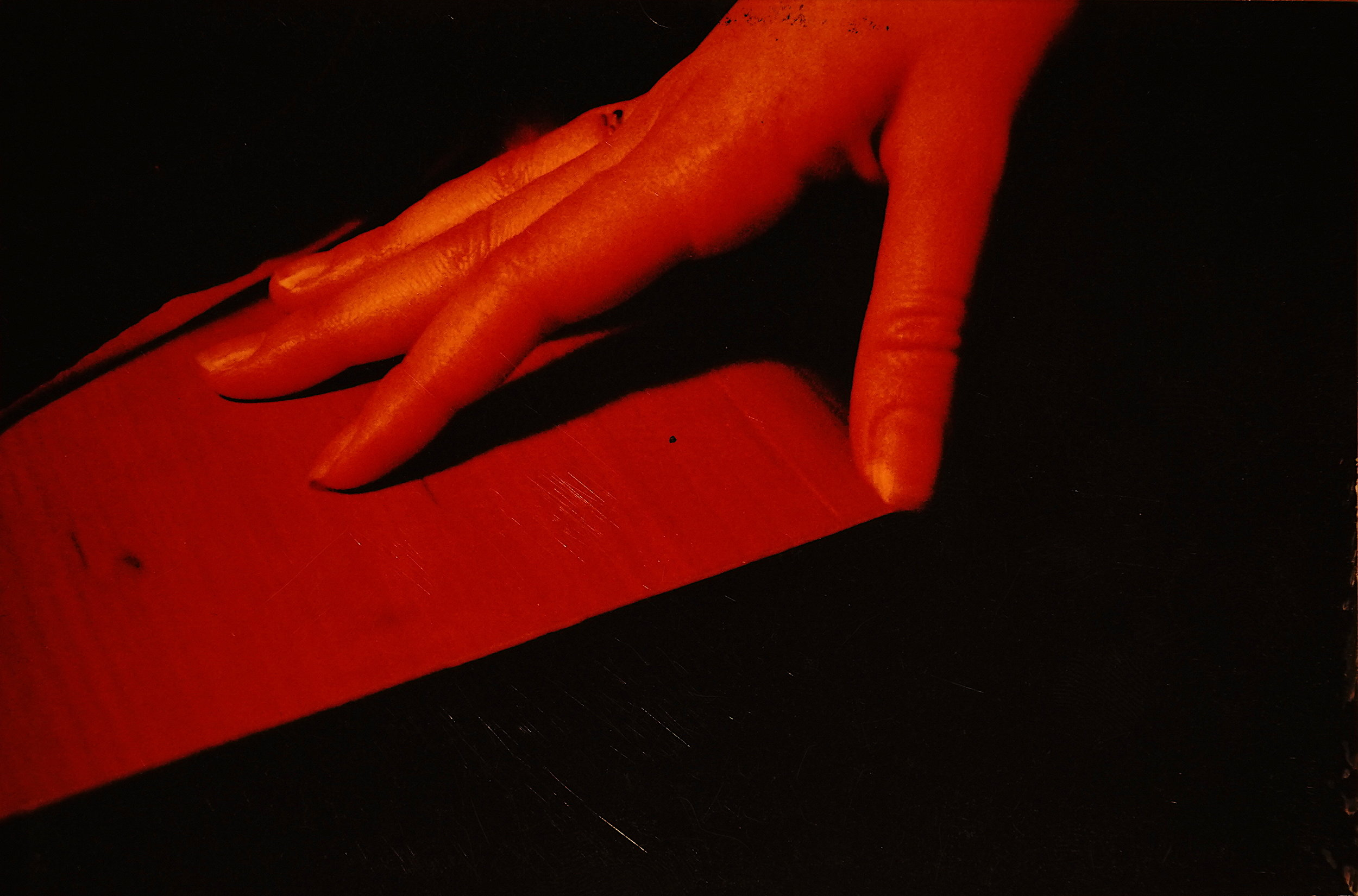 RED HAND (2004)