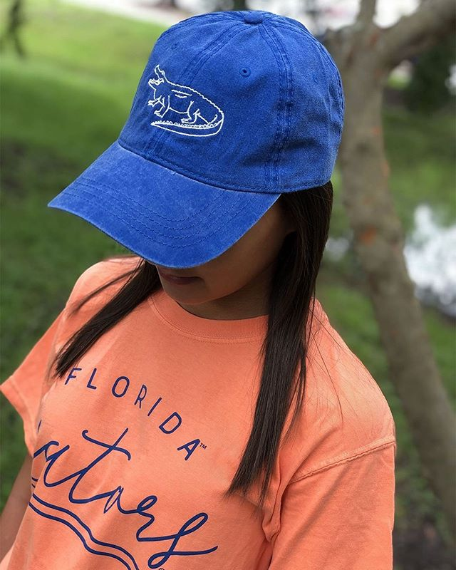 """Start off the school year in style with one of our favorite Comfort Colors tees! 📚📝⠀ ⠀ Alumni Hall UF on Instagram: """"LAST DAY TO SAVE 20% OFF + MORE!    🅸🅽-🆂🆃🅾🆁🅴 20% OFF your entire purchase + take an additional 20% OFF select $15…"""" https://buff.ly/2zcm9Dq"""
