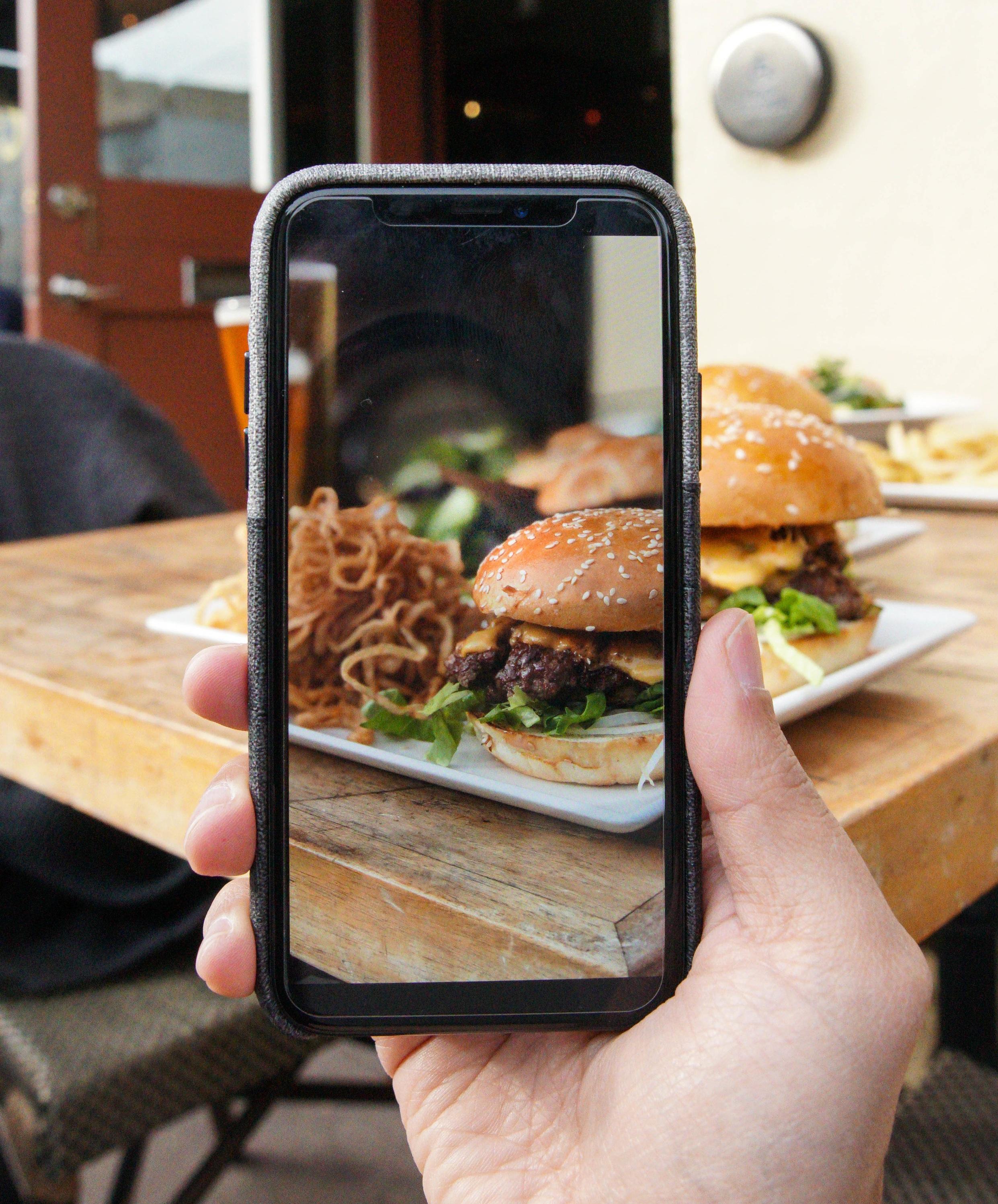 Causwells+burger+contest1.jpg