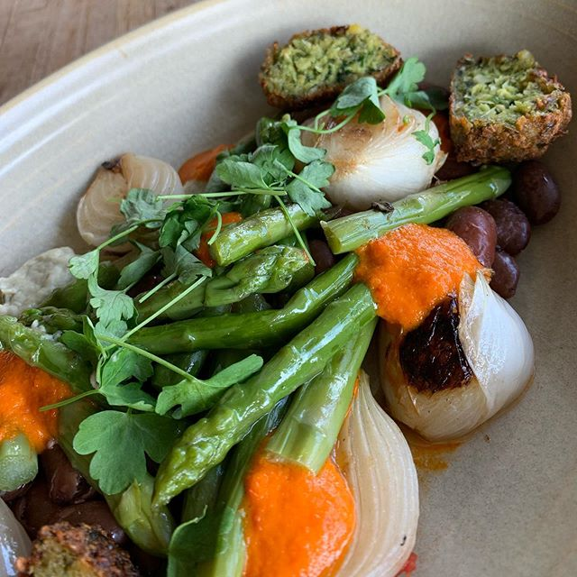 Simple Market Vegetables for a 💣 lunch: garbanzo fritter, asparagus, artichoke purée, cranberry bean salad, spring onion — available for delivery: @caviar @ubereats @postmates @doordash