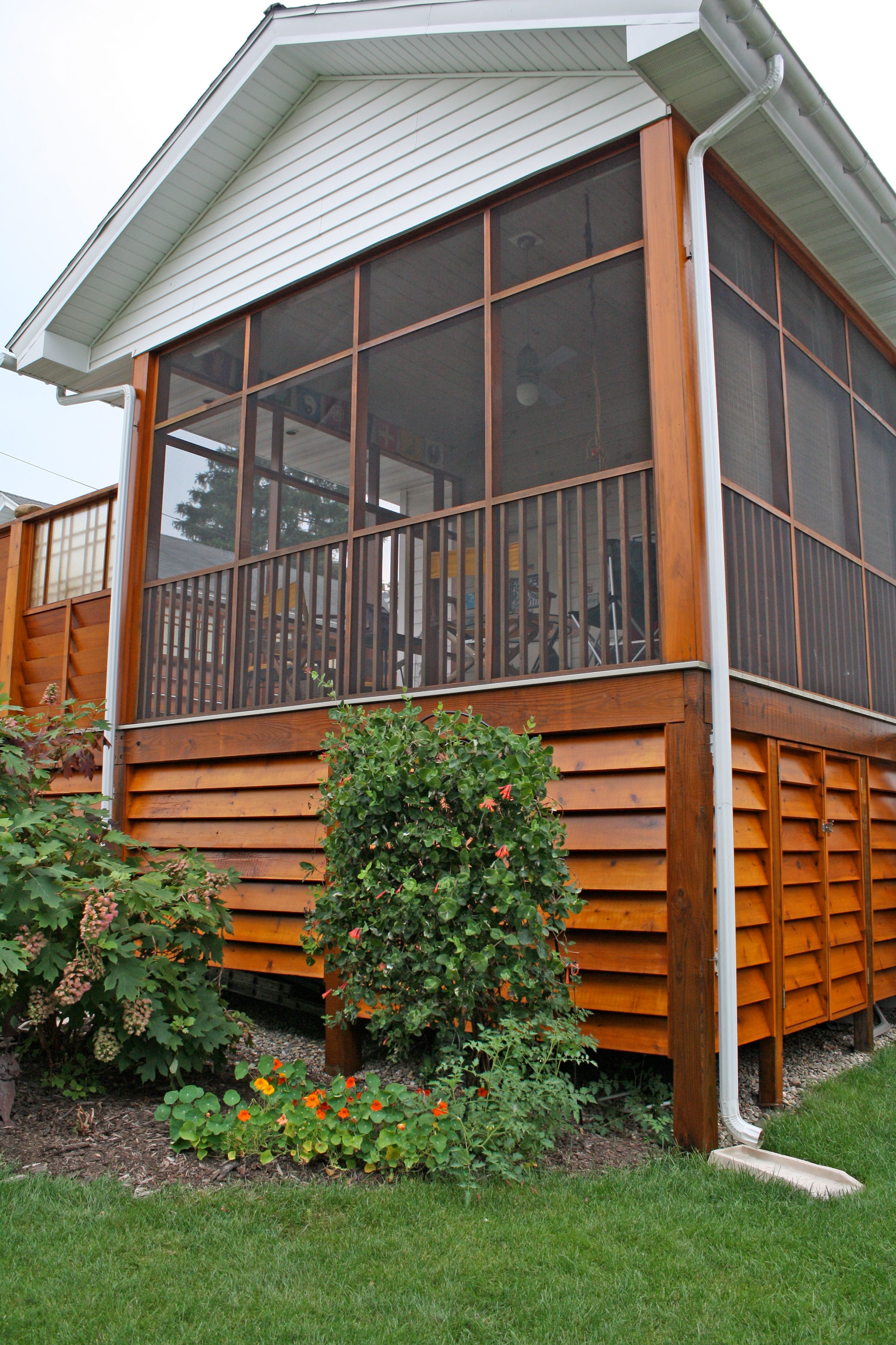 contemporary-deck-sunroom.jpg