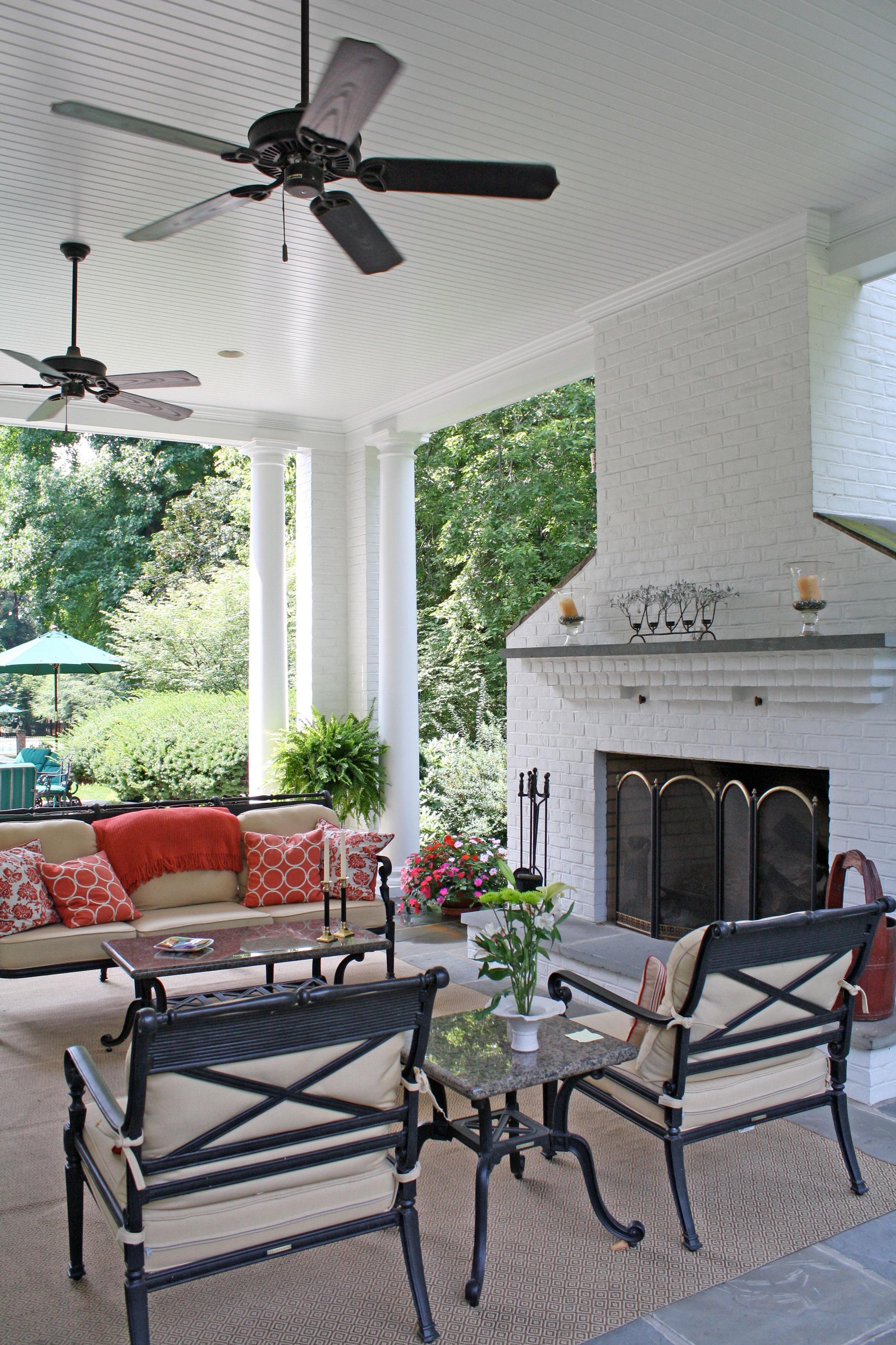 white-home-exterior-entertaining-area-2.jpg