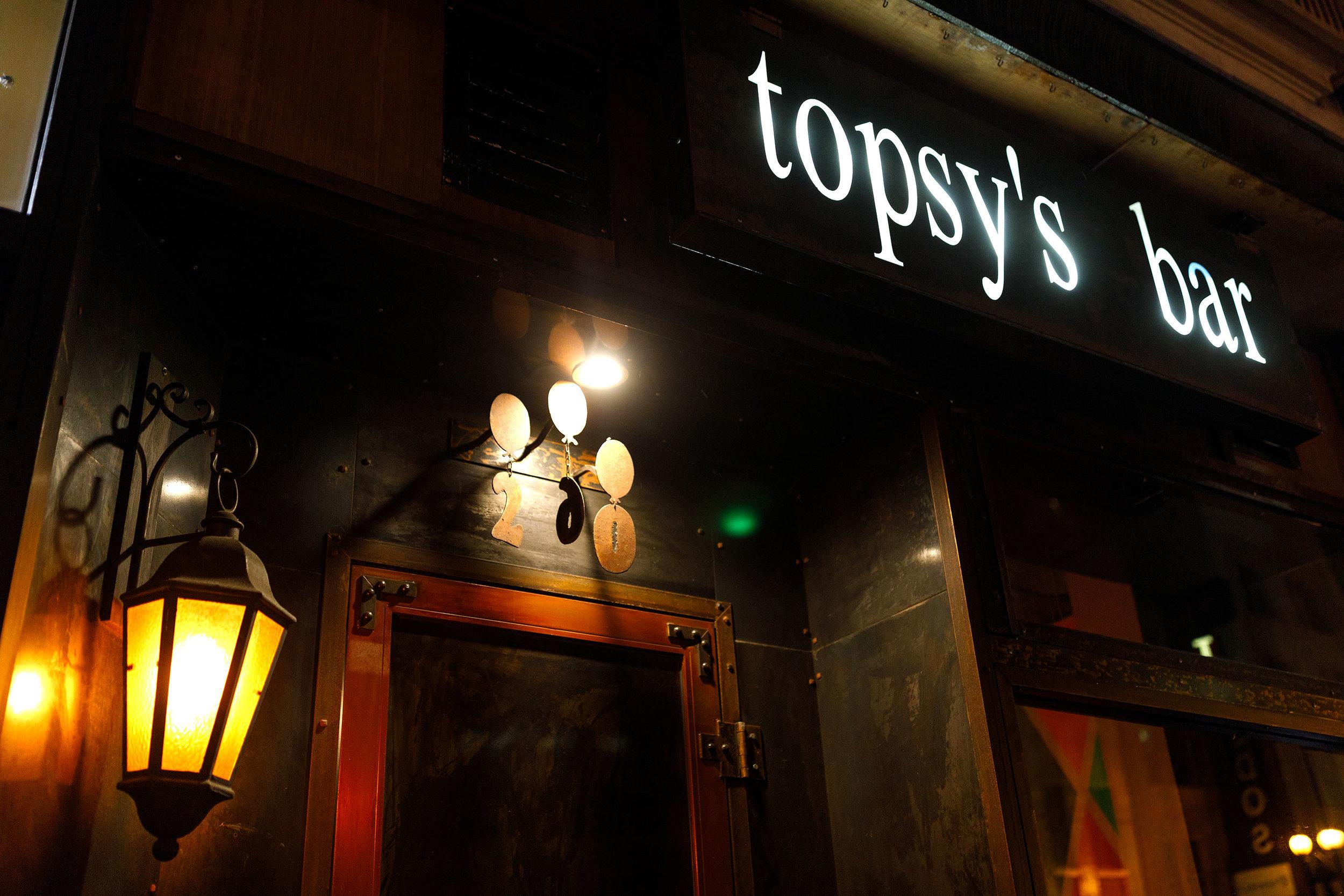 Topsy's Bar - Entrance