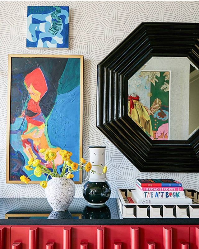 This entryway styling and art by @angelachrusciakiblehm is EVERYTHING! 🖼 #boldandbright #colorismyjam . 🍭 . . . . . . . . #boldandbright #luxemagazine #houstonluxury #myeclecticmix #eclectichome #beigeisboring #colormyworld #bedifferent #eccentric #artfuldesign #classicallycolorful #houstonluxury #houstontx #houstondesigner