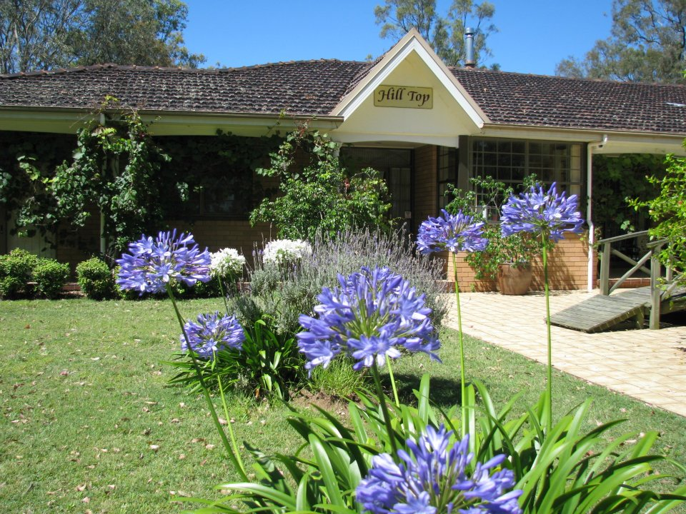 Guesthouse - Ideal for couples, singles, or gatherings of friends, family or work colleagues. Let mum escape for the weekend and enjoy a pampering package, including massages and beauty treatments by accredited therapists, or bring dad along to escape for a game of golf at nearby golf courses.