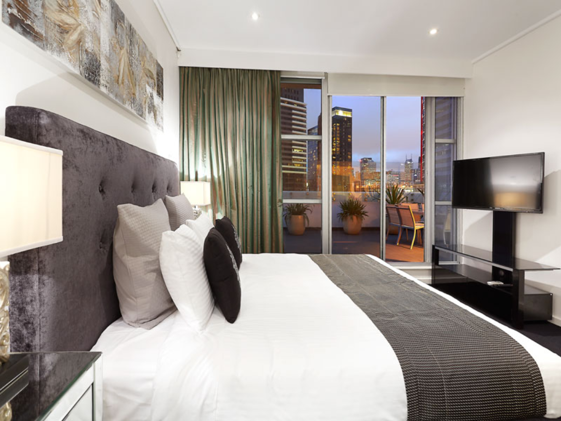 Main Bedroom with King Bed & Ensuite