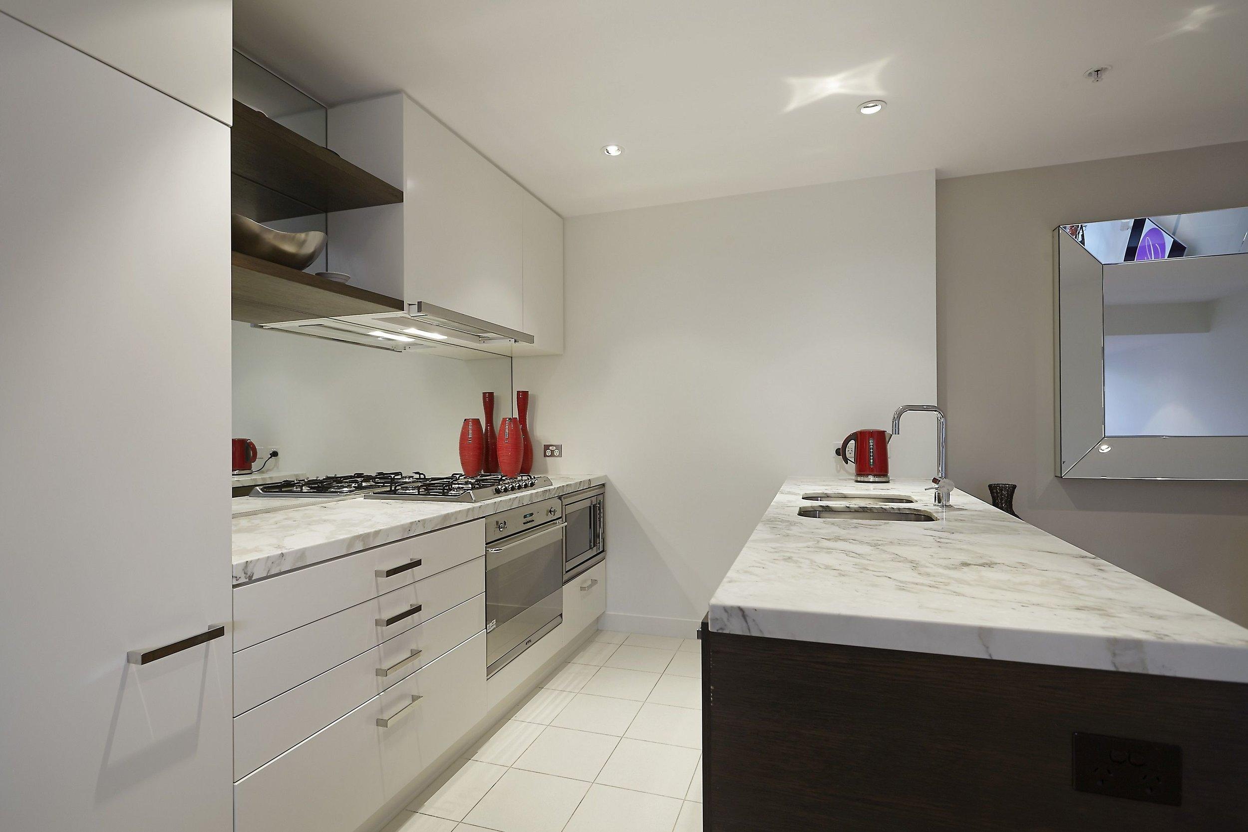 613 Kitchen (1).jpg