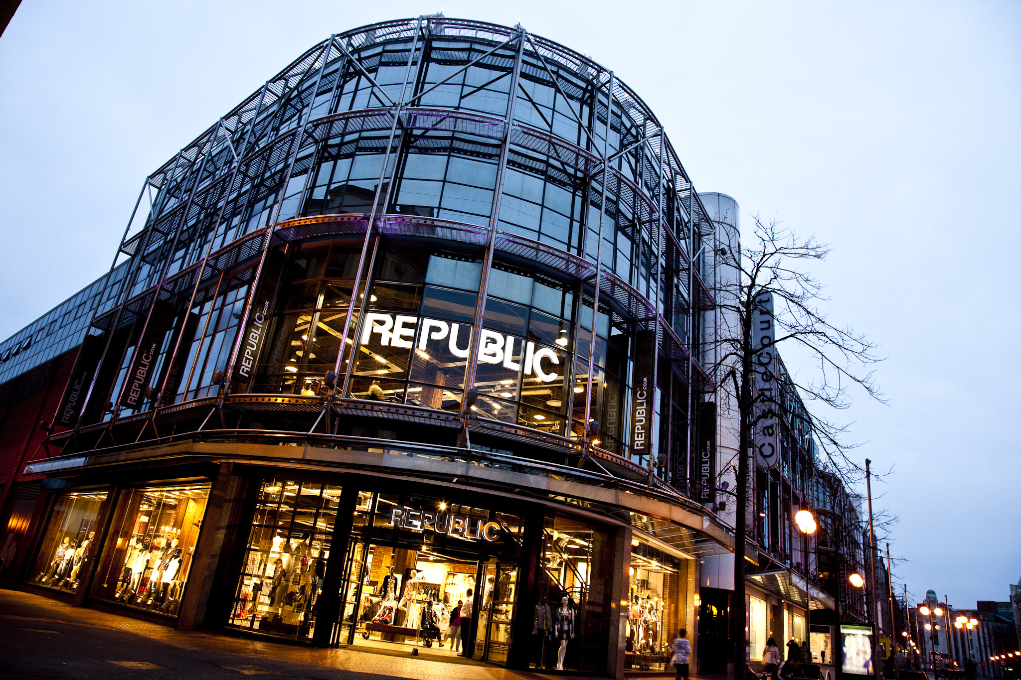 Republic   A close working relationship spanning over 10 years, o1creative helped Republic, a young fashion brand, grow from 5 stores to over 150 outlets across the UK.