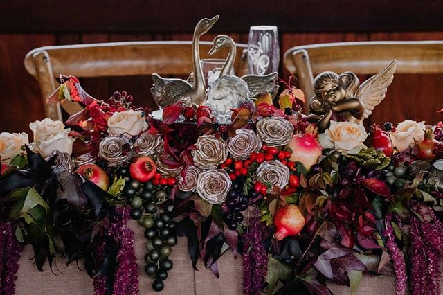 Custom bridal table installations are my JAM.. This one is a sculptural representation of autumn harvest....Swipe left for all the pretty details... @swifthoundfilms thanks for the epic captures.  Deluxe gold linen by @hiresociety  #lararosebotanicalstylist #bridaltabledreams #bridaltable #opulent #lush #luxury #seaonalflowers #autumnharvest #southernforestwedding #bridaltableinstallation
