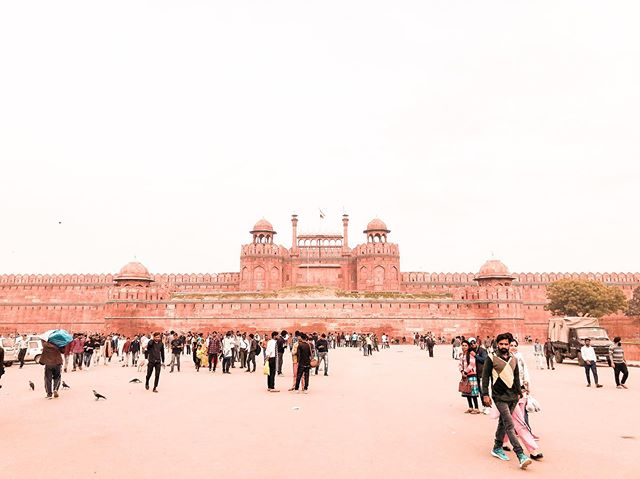 Red Fort, Delhi. There are so many forts and palaces to visit, you need to select a few. This one, in the heart of Delhi is incredible. #delhi #india #redfort