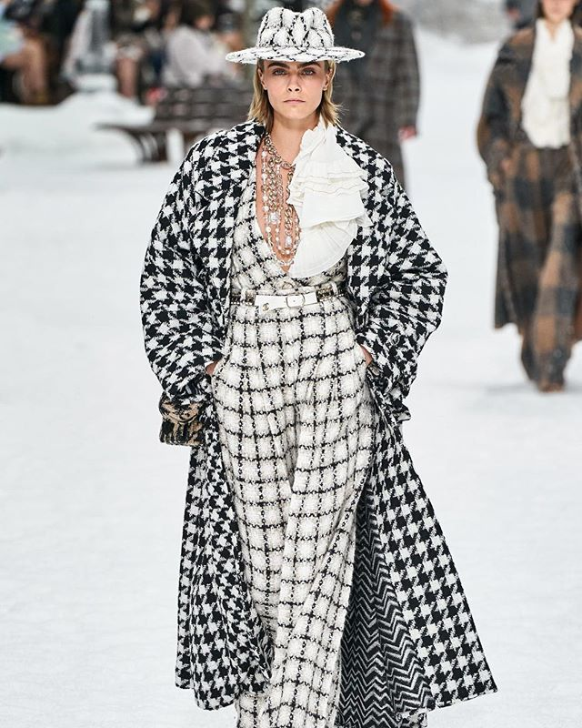 *PFW Report* Karl Lagerfeld's final show left audiences nostalgic as they experienced a serene moment in heaven ☁️The show was a tribute to everything Karl: elegant, edgy, connected to nature, forward thinking, and cinematic in every way. While at the end of the show no one came out to take a visible bow, we are certain Karl was there looking out into the audiences with a wry smile on his face. 😎What are your favorite Karl Lagerfeld looks? PC: @alessandrolucioni #vogue #karllagerfeld #styleblogger #pfw19 #pfw #parisfashionweek #fashion #style #fashionblogger #chanel #aftervoguevoices