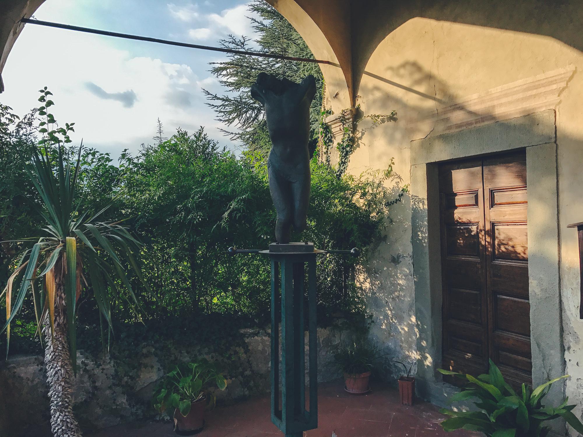 Crocifissione  - scultura di  Jorio Vivarelli
