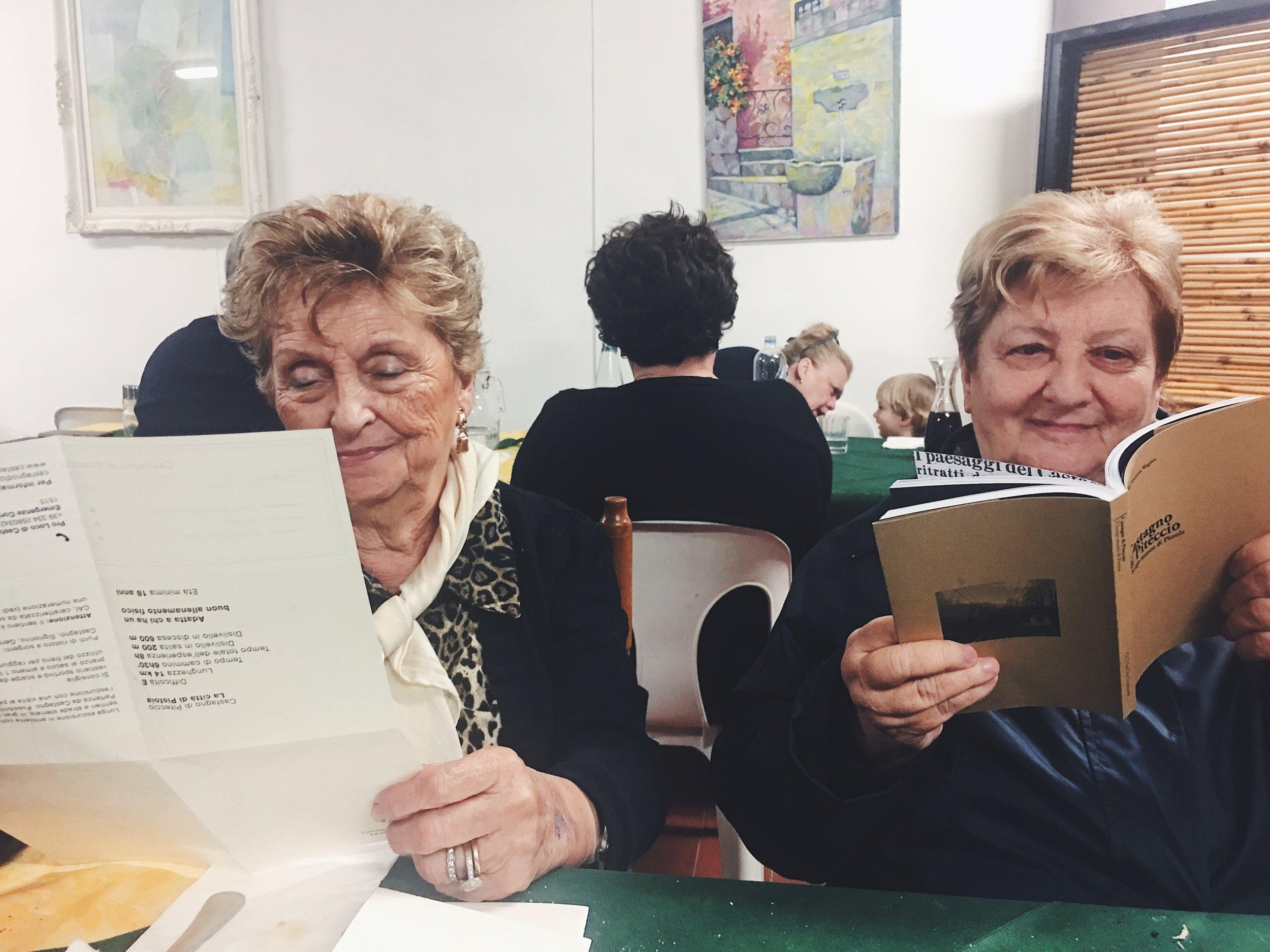 Lettrici curiose e contente a Castagno ( dopo i mitici tortelli ad un pranzo presso la Pro Loco).